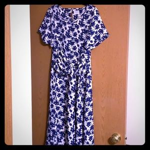 *NWT* Blue and white floral midi dress